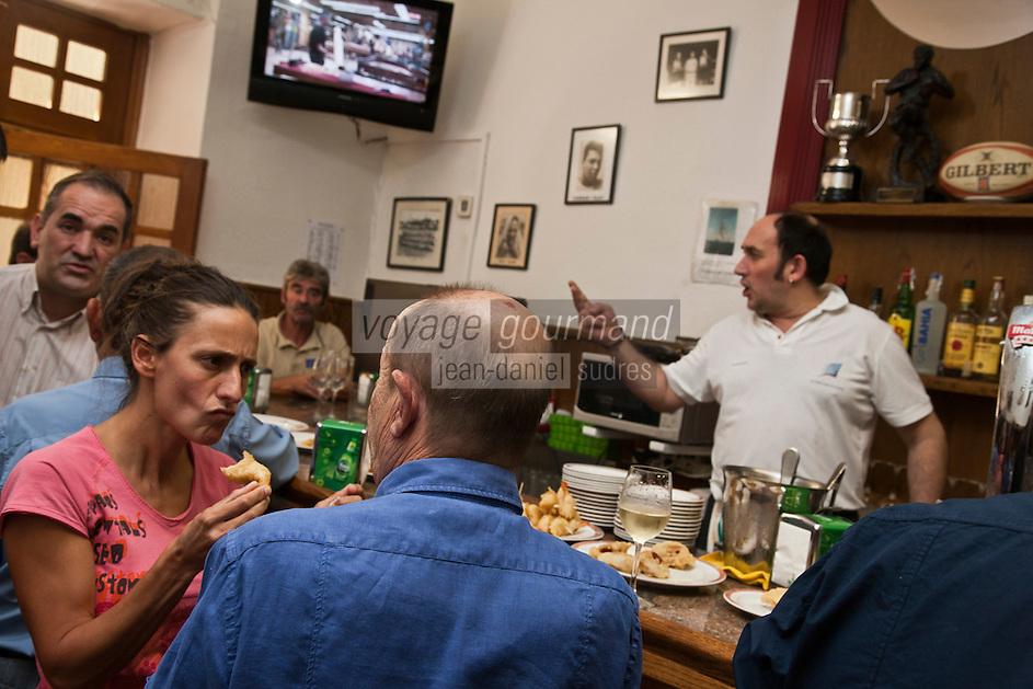 Europe/Espagne/Guipuscoa/Pays Basque/Saint-Sébastien: Bar à Tapas: Bar Paco Bueno 6 Calle Mayor<br /> Tenu par les fils d'un ancien boxeur une des adresses les plus authentiques [Non destiné à un usage publicitaire - Not intended for an advertising use]