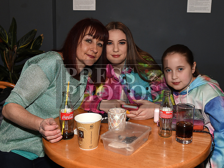 Gwen Fearon, Ella and Danú Callaghan at Seán Tester's show in the Droichead Arts Centre. Photo:Colin Bell/pressphotos.ie