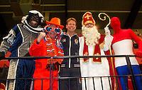 12-02-12, Netherlands,Tennis, Den Bosch, Daviscup Netherlands-Finland, Captain Jan Siemerink geflankeert door de Sint, Spiderman en zwart piet