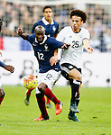 Frankrijk, Parijs, 13 november 2015<br /> Oefenwedstrijd<br /> Frankrijk-Duitsland (2-0)<br /> Lassana Diarra van Frankrijk en Leroy Sane (ploeggenoot van Klaas Jan Huntelaar bij Schalke 04) van Duitsland