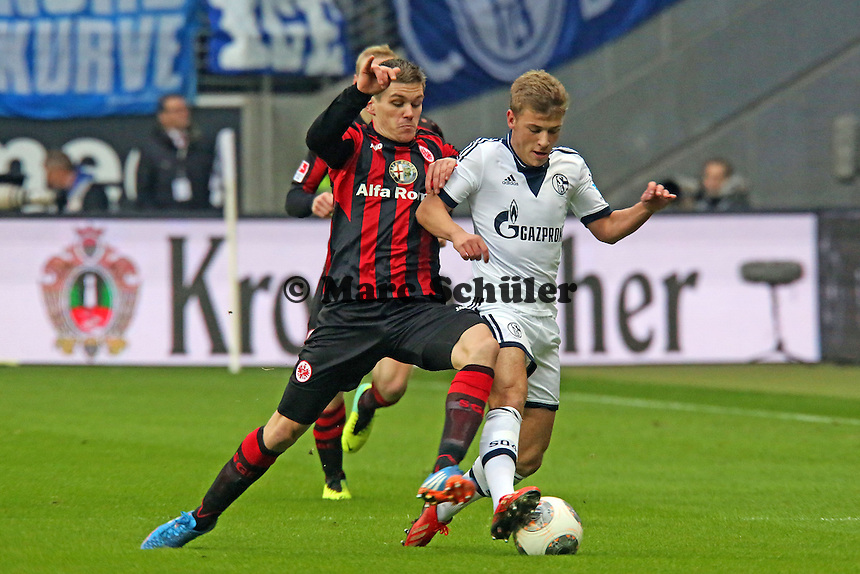 Max Meyer (Schalke) gegen Sebastian Jung (Eintracht) - Eintracht Frankfurt vs. FC Schalke 04, Commerzbank Arena