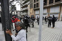 BOGOTÁ - COLOMBIA, 17-03-2016: Miles de personas salieron a las calles de la ciudad de Bogotá hoy, 17 de marzo de 2016, en el marco del paro nacional convocado por los sindicatos para protestar por las políticas económicas y sociales del presidente Santos. / Thousand of people go out to streets of Bogota city today, March 17 2016, user the national strike called  by unions to protest against economic and social policies of the president Santos. Photo: VizzorImage / Ivan Valencia / CONT