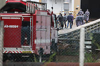 SÃO BERNARDO DO CAMPO,SP,30.04.2015:DESAPARECIMENTO-BILLINGS - Bombeiros seguem as buscas por dois técnicos da Sabesp na represa Billings, em São Bernardo do Campo (SP), nesta quinta-feira (30). Os técnicos desapareceram na tarde de terça-feira (28). Os homens colhiam amostras da represa e estavam a cerca de 300 metros da base da companhia. Os bombeiros iniciaram as buscas ontem com seis equipes, mas ainda não encontraram os trabalhadores. (Foto: Douglas Pingituro/Brazil Photo Press).