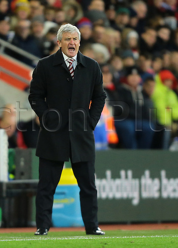 21.11.2015. St Marys Stadium, Southampton, England. Barclays Premier League. Southampton versus Stoke City. Stoke City Manager Mark Hughes shouts instructions to his players
