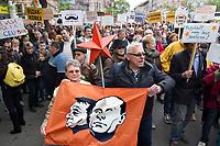 UNGARN, 22.04.2017, Budapest - VI. Bezirk. Die Spasspartei MKKP, &quot;Partei der doppelschwaenzigen Hunde&quot;, ruft zum Satire-Protest gegen die von der Fidesz-Regierung betriebene Putinisierung Ungarns. Es wird eine unerwartete Grossdemonstration mit tausenden Teilnehmern. - Orb&aacute;n, Putin und der Sowjetstern. | The MKKP funparty &quot;Two-tailed dog party&quot; calls for satiric protest against the Fidesz government's putinization of Hungary. The event turns into a large demonstration with thousands of participants. - Orban, Putin and the Soviet Red Star.<br /> &copy; Martin Fejer/EST&amp;OST