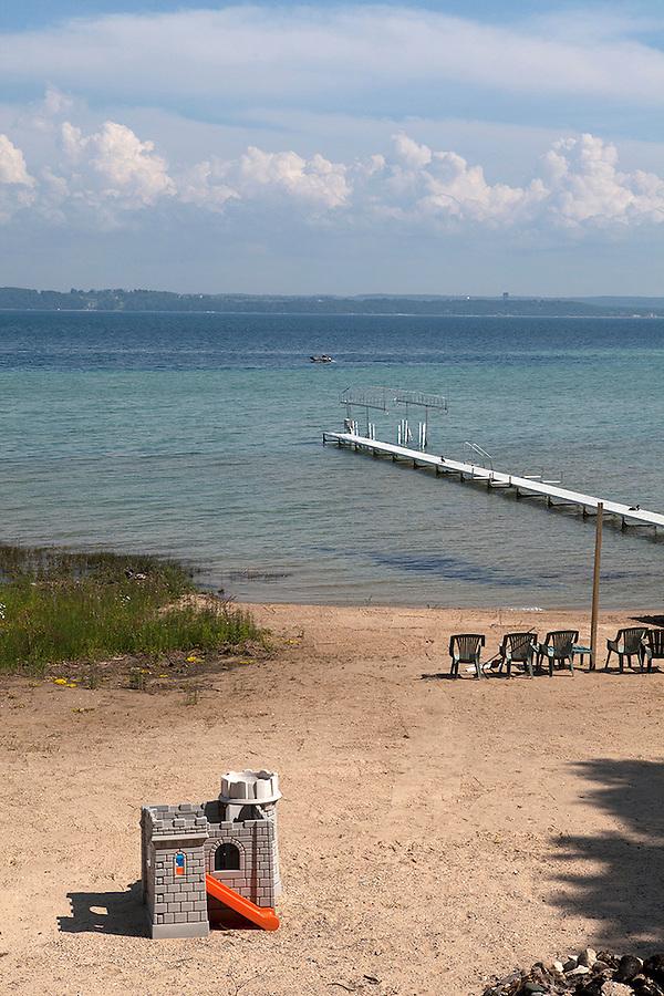 Small pier and boat dock on Lake Michigan in summer, Old Mission Peninsula, Lake Michigan, Traverse City area, Michigan, USA