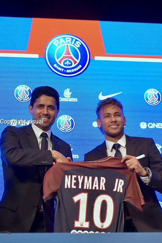 Nasser Al-Khelaifi et Neymar - ConfÈrence de presse de Neymar pour son arrivÈe au PSG. Paris, France, 04.08.2017. # CONFERENCE DE PRESSE DE NEYMAR POUR SON ARRIVEE AU PSG