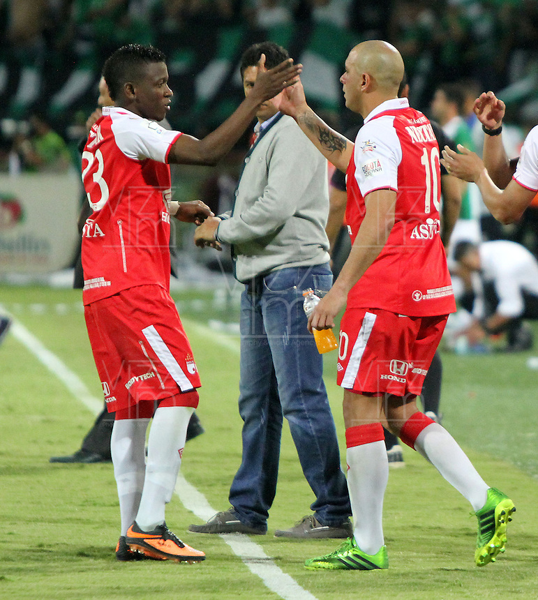 MEDELLÍN -COLOMBIA, 14-07-2013.Jefferson Cuero (Izq) y Omar Pérez (Der) del Independiente Santa Fe se felicitan luego de su empate contra Atlético Nacional. Primer partido de la final de la Liga Postobón  entre Atlético Nacional e Independiente Santa Fe , jugado en el estadio Atanasio Girardot de la ciudad de Medellín ./ Jefferson Cuero (L) and Omar Perez (Der) of Independiente Santa Fe is congratulated after his draw against Atletico Nacional. First game of Postobón League final between Atletico Nacional and Independiente Santa Fe, he played in the Atanasio Girardot stadium in Medellin<br />