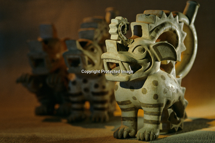 Moche; Burials; Huaca Dos Cabezas-Jecetepeque,Crested Beast