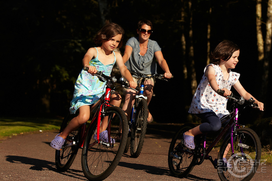 Marples family biking  , Bearsden , Virginia Water , Surrey  August 2011 pic copyright Steve Behr / Stockfile