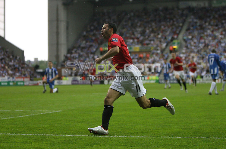 PICTURE BY Ben Duffy/SWPIX.COM -Premier League Football, Wigan Athletic v Manchester United....11/05/08. ..Copyright - Simon Wilkinson - 07811267706..Manchester United's Ryan Giggs celebrates scoring