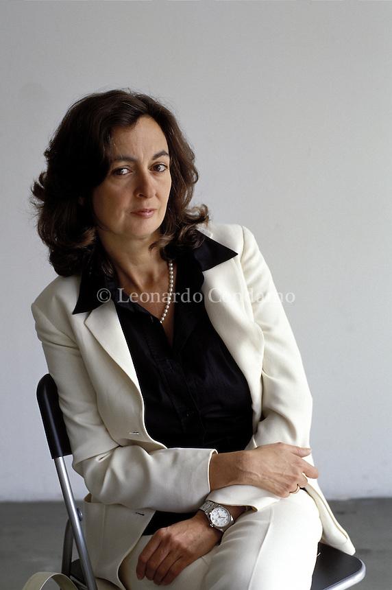 2002: ELENA LOEWENTHAL, WRITER  © Leonardo Cendamo
