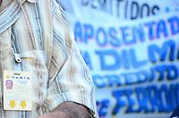 RIO DE JANEIRO, RJ, 24.01.2014 - ROLEZINHO DOS APOSENTADOS / AERUS / RJ- Aposentados da Varig, Vasp e Transbrasil, fazem um rolezinho no centro do Rio de Janeiro, no dia nacional do aposentado, saindo do Ministério da Fazenda em direção a Cinelândia, no centro do Rio de Janeiro. (Foto: Marcelo Fonseca / Brazil Photo Press).