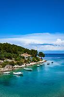 Croatia, Kvarner Gulf, Losinj Island, Mali Losinj: Uvala Baldarka Bay | Kroatien, Kvarner Bucht, Insel Losinj, Mali Losinj: Uvala Baldarka, Bucht mit Kiesstrand nahe Mali Losinj