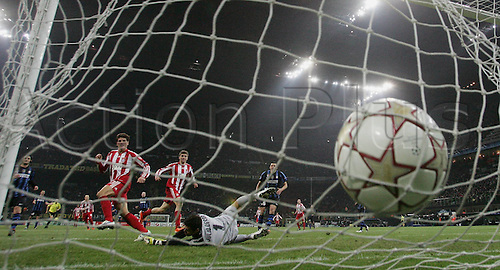 23.02.2011 A small measure of revenge for Bayern Munich as the German side earned a valuable 1-0 Champions League first leg win against Inter Milan. Picture shows Mario Gomez scoring against Goalkeeper Julio Cesar.