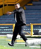 BOGOTÁ-COLOMBIA, 11–08-2019: Harold Rivera, técnico de Independiente Santa Fe, durante partido de la fecha 5 entre Independiente Santa Fe y Patriotas Boyacá, por la Liga Águila II 2019, jugado en el estadio Nemesio Camacho El Campín de la ciudad de Bogotá. / Harold Rivera, coach of Independiente Santa Fe during a match of the 5th date between Independiente Santa Fe and Patriotas Boyaca, for the Aguila Leguaje II 2019 played at the Nemesio Camacho El Campin Stadium in Bogota city, Photo: VizzorImage / Luis Ramírez / Staff.