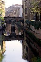 Mantova, zona delle Pescherie anticamente dedicate al commercio del pesce; ponte di epoca medievale sul Rio, corso d'acqua che attraversa la citt&agrave;.<br /> Mantua, area of le Pescherie (fish market); medieval bridge over the Rio, waterway that runs through the city.