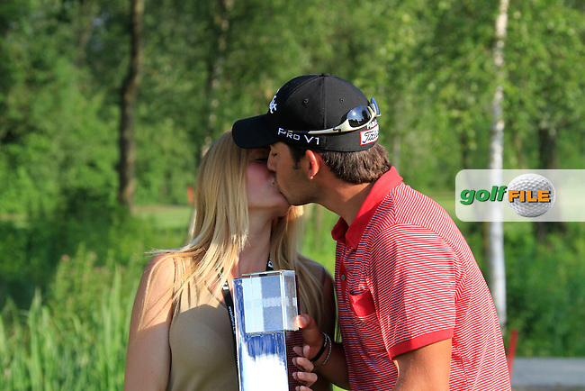 Pablo Larrazabal (ESP) with his girlfriend Gala after winning the tournament after 5 playoff holes against fellow countryman Sergio Garcia (ESP) during the Final Day of the BMW International Open at Golf Club Munchen Eichenried, Germany, 26th June 2011 (Photo Eoin Clarke/www.golffile.ie)