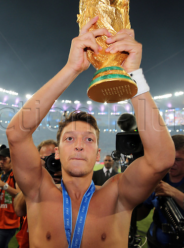 13.07.2014. Rio de Janeiro, Brazil. World Cup Final. Germany versus Argentina. Ozil with the Jules Rimet trophy