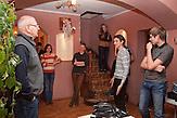 Insgesamt 60 Schüler lernen an der Schule in den Stufen 8 bis 11. Nichtstaatliche Schule in Belarus in der Nähe von Minsk, deren Schüler und Lehrer lange Wege und Überwachung in Kauf nehmen. / 60 pupils attend the lessons. Privatschool in Belarus near Minsk.
