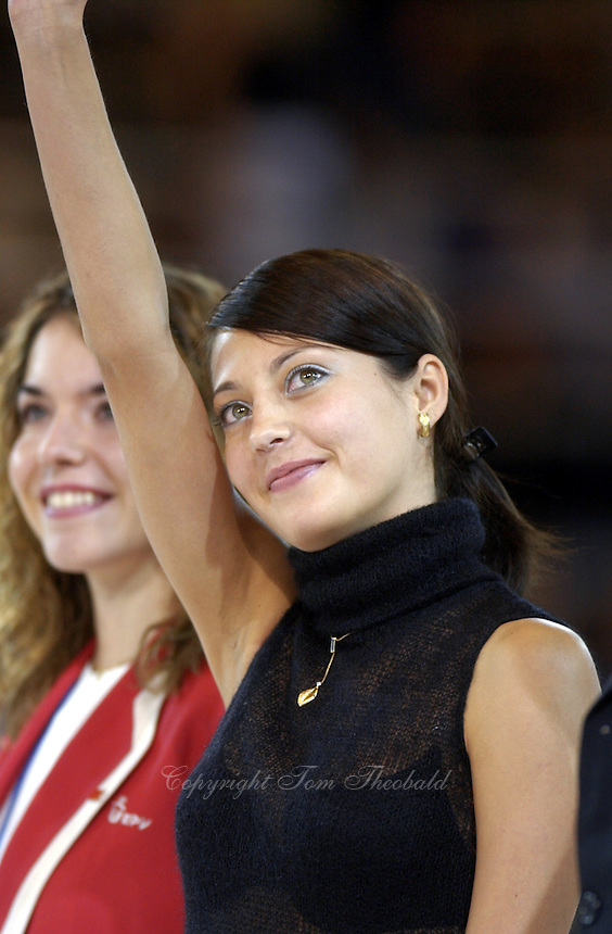 October 21, 2001; Madrid, Spain:  OLENA VITRICHENKO of Ukraine waves to fans at 2001 World Championships at Madrid.