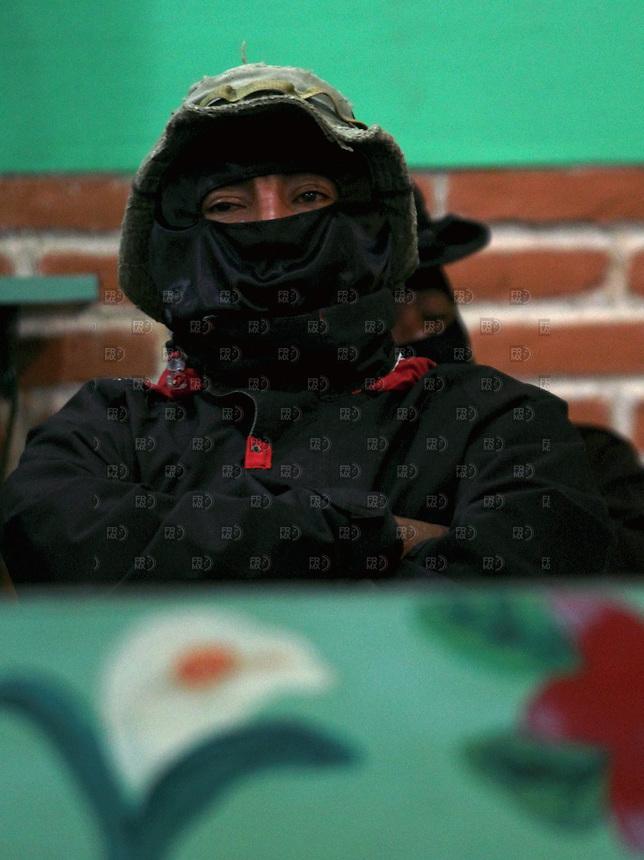 CHIAPAS, SANCRISTOBAL DE LAS CASAS, M&Eacute;XICO.  Agosto 17, 2013.- Integrantes del Ej&eacute;rcito Zapatista de Liberaci&oacute;n Nacional (EZLN), participan en el Congreso Nacional ind&iacute;gena en defensa de territorios y autonom&iacute;a de pueblos, celebrado en el Centro de Desarrollo Ind&iacute;gena (CIDESI) Universidad de la Tierra, en la ciudad de San Cristobal de las Casas, en el estado de Chiapas, al sur de M&eacute;xico, el 17 de agosto de 2013. Al acto inaugural del congreso asistieron los comandantes Tacho, David, Mois&eacute;s y Zebedeo quienes, junto con el subcomandante Marcos, conforman la dirigencia del EZLN, seg&uacute;n informaci&oacute;n de la prensa local. En la imagen,  el comandante Tacho.  FOTO: ALEJANDRO MEL&Eacute;NDEZ<br /> <br /> Chiapas, SANCRISTOBAL DE LAS CASAS, MEXICO. August 17, 2013. - Members of the Zapatista Army of National Liberation (EZLN), participate in the Indian National Congress in defense of territories and peoples autonomy, held at the Centre for Indigenous Development (CIDESI) Earth University in the city San Cristobal de las Casas, in the state of Chiapas, in southern Mexico, on August 17, 2013. The opening ceremony was attended by the commanders Congress Tacho, David, Moses and Zebedee who, along with Subcomandante Marcos, the EZLN leadership form, as reported by the local press. In the picture, Comandante Tacho. PHOTO: ALEJANDRO MELENDEZ