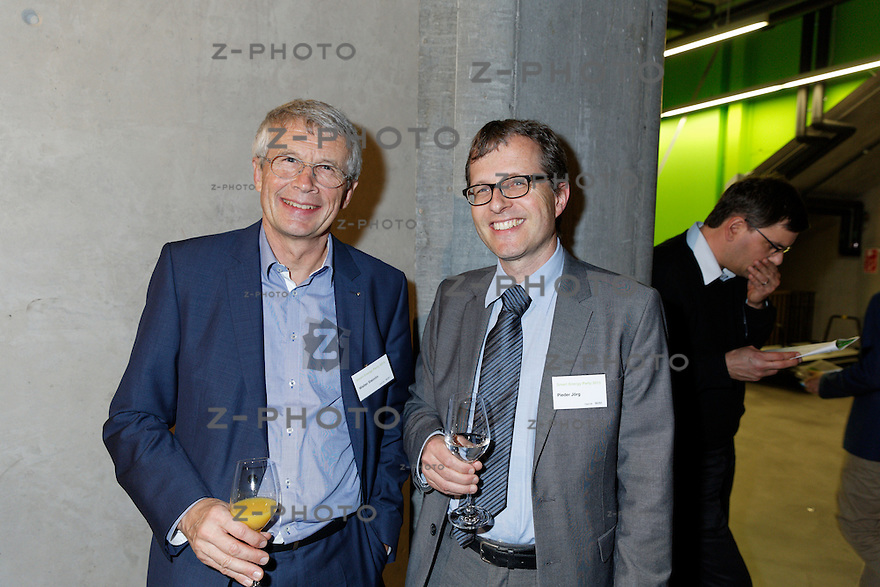v.l.n.r. Walter Steinlin, Pieder J&ouml;rg<br /> am 29. Oktober 2015 in der Umwelt Arena Spreitenbach- Smart Energy Party 2015<br /> <br /> Copyright &copy; Zvonimir Pisonic