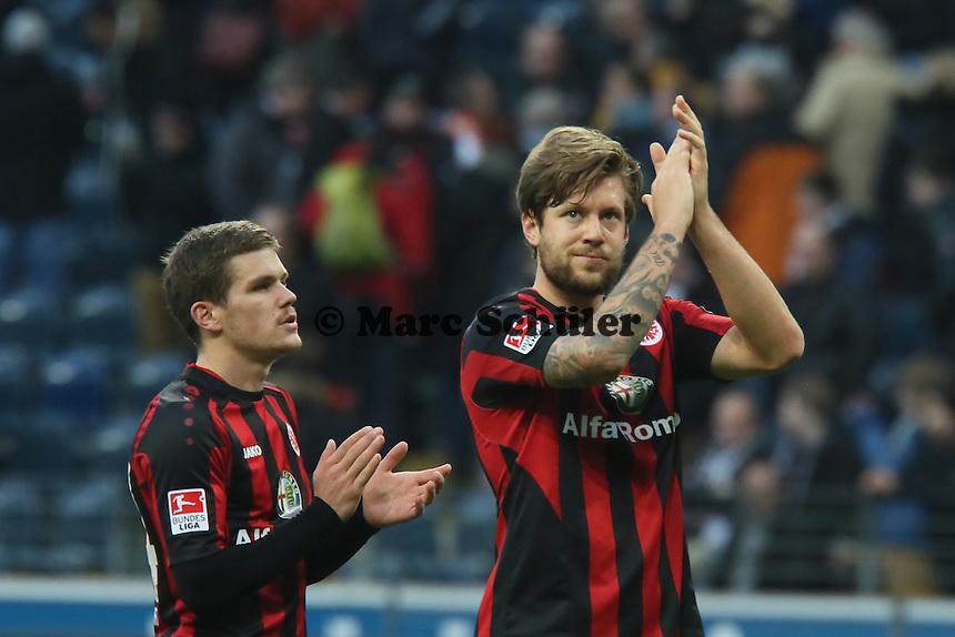 Sebastian Jung und Marco Russ (Eintracht) bedanken sich bei den Fans - Eintracht Frankfurt vs. SV Werder Bremen