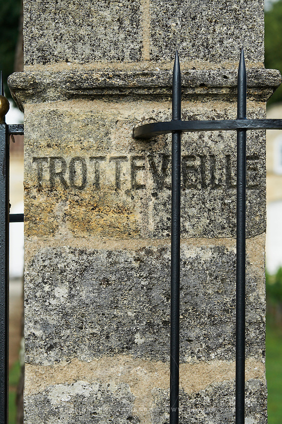 gate post chateau trottevieille saint emilion bordeaux france