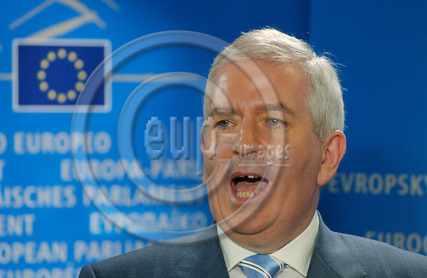 Brussels-Belgium - October 07, 2004---Hearing of European Commissioner Designate Charlie McCREEVY (Ireland), designated to be in charge of 'Internal Market and Services' within the future 'Barroso team', at the European Parliament's joint Committees on 'Internal Market and Consumer Protection' and 'Economic and Monetary Affairs'; here, the Commissioner at a 'presspoint' after the hearing---Photo: Horst Wagner/eup-images