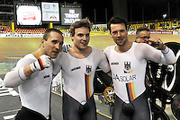 CALI – COLOMBIA – 17-02-2017: Robert Forstemann, Max Niederlag y Maximilian Dornbach del equipo de Alemania, celebran al ganar medalla de oro durante prueba de persecución por equipos varones en el Velodromo Alcides Nieto Patiño, sede de la III Valida de la Copa Mundo UCI de Pista de Cali 2017. / Robert Forstemann, Max Niederlag y Maximilian Dornbach Team from Germany, celebrate de gold medal during a Men´s Teams Pursuit test at the Alcides Nieto Patiño Velodrome, home of the III Valid of the World Cup UCI de Cali Track 2017. Photo: VizzorImage / Luis Ramirez / Staff.