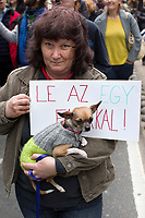 UNGARN, 22.04.2017, Budapest - VII. Bezirk. Die Spasspartei MKKP, &quot;Partei der doppelschwaenzigen Hunde&quot;, ruft zum Satire-Protest gegen die von der Fidesz-Regierung betriebene Putinisierung Ungarns. Es wird eine unerwartete Grossdemonstration mit tausenden Teilnehmern. -&quot;Nieder mit dem Einschwaenzigen!&quot; | The MKKP funparty &quot;Two-tailed dog party&quot; calls for satiric protest against the Fidesz government's putinization of Hungary. The event turns into a large demonstration with thousands of participants. -&quot;Down with the one-tailed!&quot;<br /> &copy; Martin Fejer/EST&amp;OST