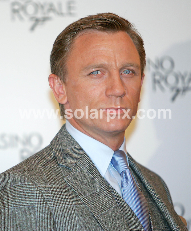 ALL ROUND PICTURES FROM SOLARPIX.COM.SYNDICATION RIGHTS FOR UK, SOUTH AFRICA, DUBAI, AUSTRALIA..Daniel Craig - The Casino Royale Photocall in Rome - Hotel St. Regis - Rome, Italy..DATE: 14/12/2006-JOB REF: 3173-PHZ.**MUST CREDIT SOLARPIX.COM OR DOUBLE FEE WILL BE CHARGED**