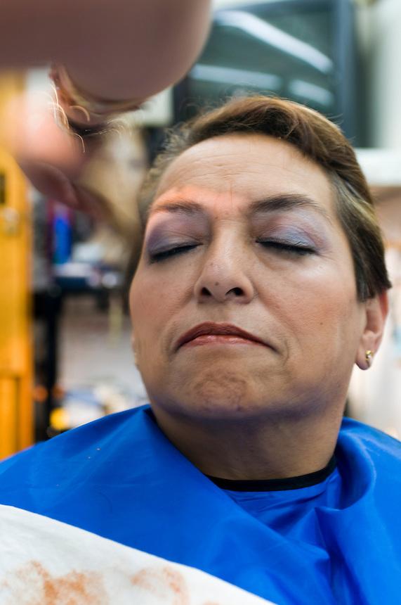 Estetica Eslome y Dalila in the market in Parque Lira, Mexico City. Friday, February 4, 2008