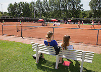 Netherlands, Rotterdam August 07, 2015, Tennis,  National Junior Championships, NJK, TV Victoria, Parents watching a match<br /> Photo: Tennisimages/Henk Koster