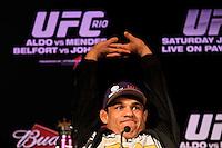 RIO DE JANEIRO, RJ, 12 JANEIRO 2012 - COELTIVA UFC - O lutador Vitor Belfort  durante coletiva de imprensa do UFC (Ultimate Fighting Championship) na tarde dessa quinta-feira no Copacabana Palace na cidade do Rio de Janeiro - FOTO: GUTO MAIA - NEWS FREE