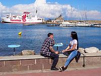 Touristen am Hafen, Rio Marina, Elba, Region Toskana, Provinz Livorno, Italien, Europa<br /> Tourists, port of Rio Marina, Elba, Region Tuscany, Province Livorno, Italy, Europe