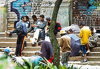 SAO PAULO, SP, 11 JANEIRO 2013 - CIDADANIA - DEPENDENTES QUIMICOS - Moradores de rua usam na regiao da Praca da Se, apos o prefeito Fernando Haddad anunciar o novo Minstro dos Direitos Humanos de Sao Paulo. O Governador Geraldo Alckmin  assina na tarde hoje na Palacio dos bandeirantes documento que viabializa a internacao obrigadoria dos usuarios de crack de Sao Paulo. (FOTO: AMAURI NEHN / BRAZIL PHOTO PRESS).