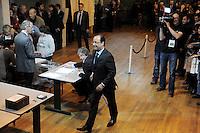 Francois Hollande durante il voto.22/04/2012 Tulle -  Voto del candidato del partito socialista, per le elezioni presidenziali..Foto Insidefoto / Panoramic .ITALY ONLY.
