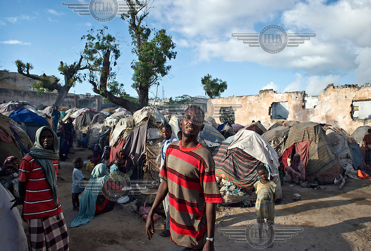 Tents tightly packed together at an IDP (internally displaced persons) camp in Mogadishu. The people who are staying here have fled famine in South Somalia.