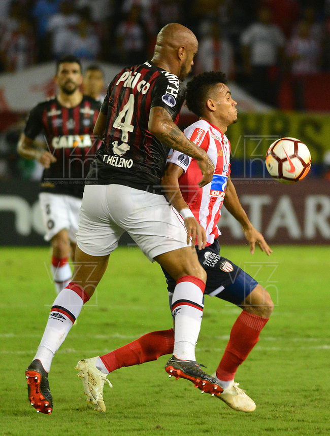 BARRANQUIILLA - COLOMBIA, 05-12-2018:Luis Diaz (Der.) de Junior disputa el balón con Thiago Heleno (Izq.) del Paranaense durante el encuentro entre Atlético Junior de Colombia e Atlético Paranaense de Brasil por la final, ida, de la Copa CONMEBOL Sudamericana 2018 jugado en el estadio Metropolitano Roberto Meléndez de la ciudad de Barranquilla. / Luis Diaz (R) of Junior struggles for the ball with Thiago Heleno (L) of Paranaense during a final first leg match between Atletico Junior of Colombia and Atlético Paranaense of Brazil as a part of Copa CONMEBOL Sudamericana 2018 played at Roberto Melendez Metropolitan stadium in Barranquilla city Atlético Junior de Colombia y Atlético Paranaense de Brasil en partido por la final, ida, de la Copa CONMEBOL Sudamericana 2018 jugado en el estadio Metropolitano Roberto Meléndez de la ciudad de Barranquilla. / Atletico Junior of Colombia and Atletico Paranaense of Brazil in Final first leg match as a part of Copa CONMEBOL Sudamericana 2018 played at Roberto Melendez Metropolitan stadium in Barranquilla city.  Photo: VizzorImage / Alfonso Cervantes / Cont