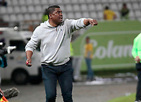 MANIZALES - COLOMBIA, 27-10-2018: Hubert Bodhert técnico de Once Caldas gesticula durante partido contra Atlético Nacional por la fecha 17 de Liga Águila II 2018 jugado en el estadio Palogrande de la ciudad de Manizales. / Hubert Bodhert coach of Once Caldas gestures during match against Atletico Nacional valid for the date 17 of the Aguila League II 2018 played at Palogrande stadium in Manizales city. Photo: VizzorImage / Santiago Osorio / Cont