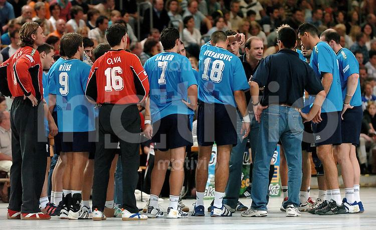 Handball Herren, Vorbereitung 1.Bundesliga 2004/2005, Goeppingen (Germany), FrischAuf! Goeppingen - spanischen Erstligisten BM Altea (26:23) technische Auszeit der Altea-Mannschaft