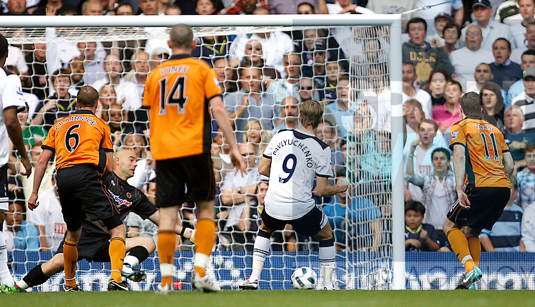 Roman Pavlyuchenko of Tottenham Hotspur scores his side's second goal