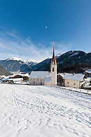 Austria, Tyrol, Tuxer Valley, Finkenberg: ski resort at entrance to Tuxer Valley | Oesterreich, Tirol, Tuxertal, Finkenberg: Skiort am Eingang des Tuxertals