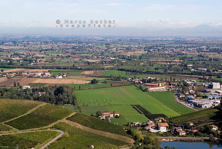 Veduta sulla Pianura Padana da Cigognola (Pavia) nell'Oltrepò Pavese --- View over the Padan Plain from Cigognola (Pavia) in the Oltrepò Pavese