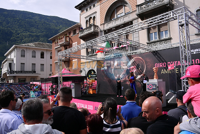 Sign on before the start of Stage 17 of the 100th edition of the Giro d'Italia 2017, running 219km from Tirano to Canazei, Italy. 24th May 2017.<br /> Picture: LaPresse/Gian Mattia D'Alberto | Cyclefile<br /> <br /> <br /> All photos usage must carry mandatory copyright credit (&copy; Cyclefile | LaPresse/Gian Mattia D'Alberto)
