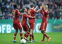 Fussball DFB Pokal:  Saison   2011/2012  2. Runde  26.10.2011 FC Bayern Muenchen - FC Ingolstadt 04 Jubel nach dem Tor zum 1:0 , David Alaba , Rafinha , Thomas Mueller, Anatoliy Tymoshchuk , Anatoli Timoschtschuk (FC Bayern Muenchen)