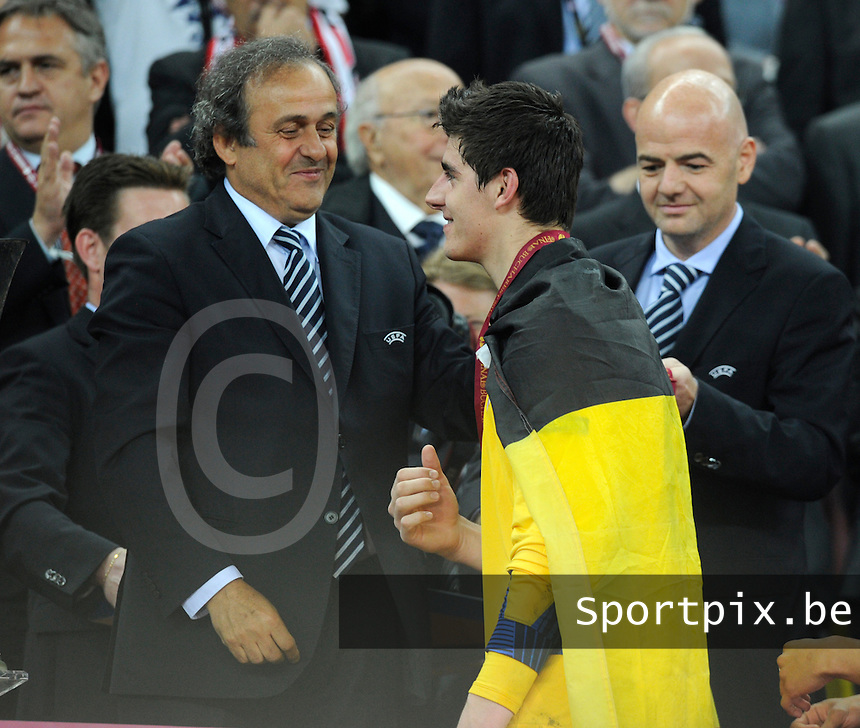 Uefa Europa League Final Bucharest 2012 : Wednesday 9 May 2012 - National Arena Bucharest : Club Atletico de Madrid - Athletic Club Bilbao.Thibaut Courtois ontvangt zijn eremetaal van Michel Platini.foto DAVID CATRY