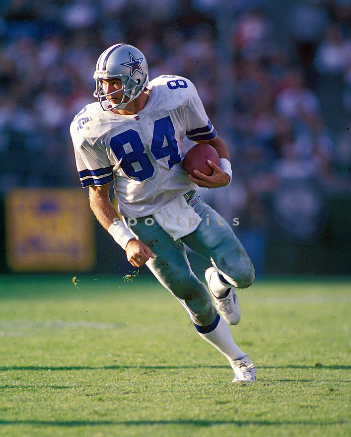 Dallas Cowboys Jay Novacek (66) in action during a game against the Oakland Raiders on November 19, 1995 at Oakland-Alameda County Coliseum in Oakland, California. The Cowboys beat the Raiders 34-21.
